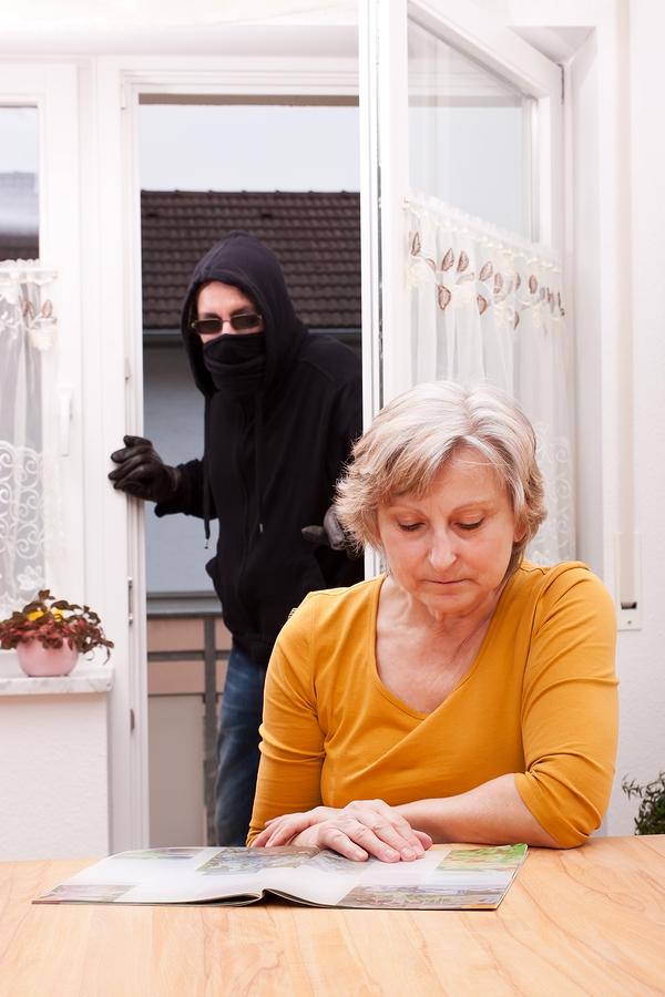 Conseils de sécurité pour les aînés contre les intrusions à domicile