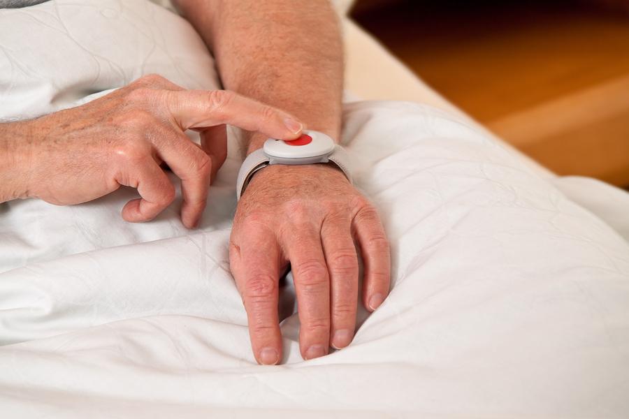 bracelet d'urgence pour personnes agees