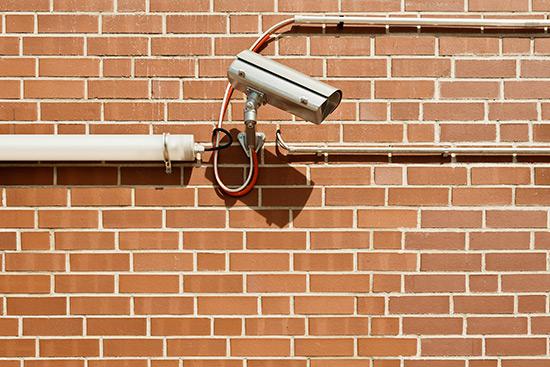 Entrée par effraction détectée par une caméra de sécurité dans une bijouterie de Sherbrooke